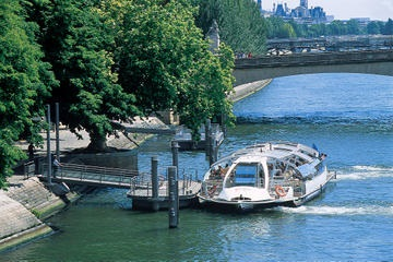 Seine River sightseeing cruise alows you to hop on and off at the many ports in Paris